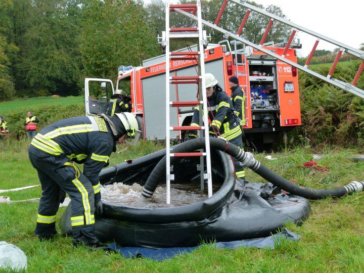 Um den fiktiven Brand am Müllersberg zu löschen, musste die Wasserversorgung aufgebaut werden. Foto: Mazzalupi