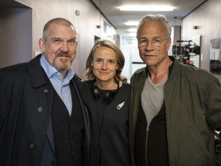 Dietmar Bär, Regisseurin Isabel Prahl und Klaus J. Behrendt am Filmset in der Stiftung Tannenhof. Foto: WDR / Thomas Kost