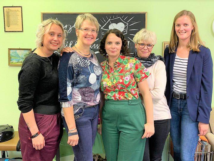 Die Gruppenleiterinnen Ann-Catrin Stratmann, Claudia Konrad und Asita Mehrgani mit Referentin Christine Ullerich sowie Pia Breulmann (v.l.) Landesverband Alzheimer Gesellschaft NRW