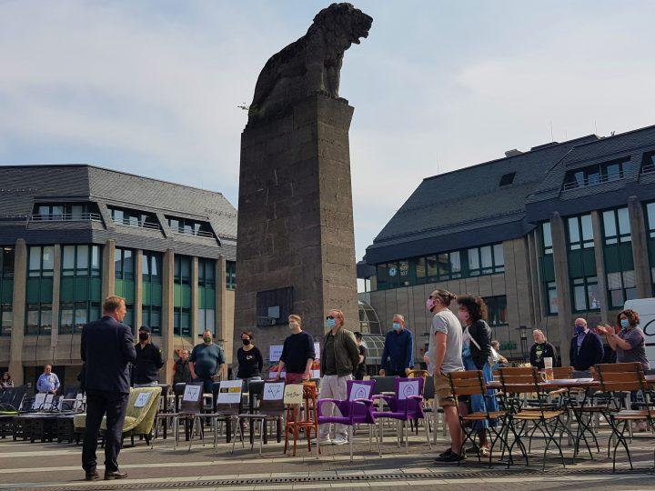 Stiller Protest: 300 leere Restaurantstühle